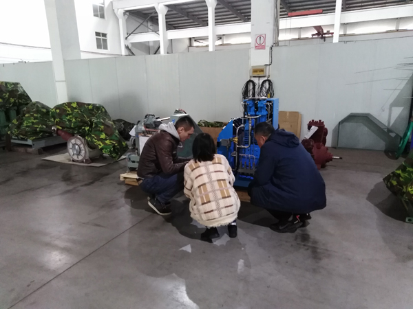 welcom Russia customer visit our company to see high pressure oxygen compressor